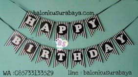 bunting flag hitam putih, balon doff, balon latex doff, balon ulang tahun, balon dekorasi, balon foil, balon metalik, balon twist, balon latex, balon huruf, balon angka, supplier balon, dekorasi balon, sablon balon, confetti, bendera ulang tahun, balon LED, lampion terbang