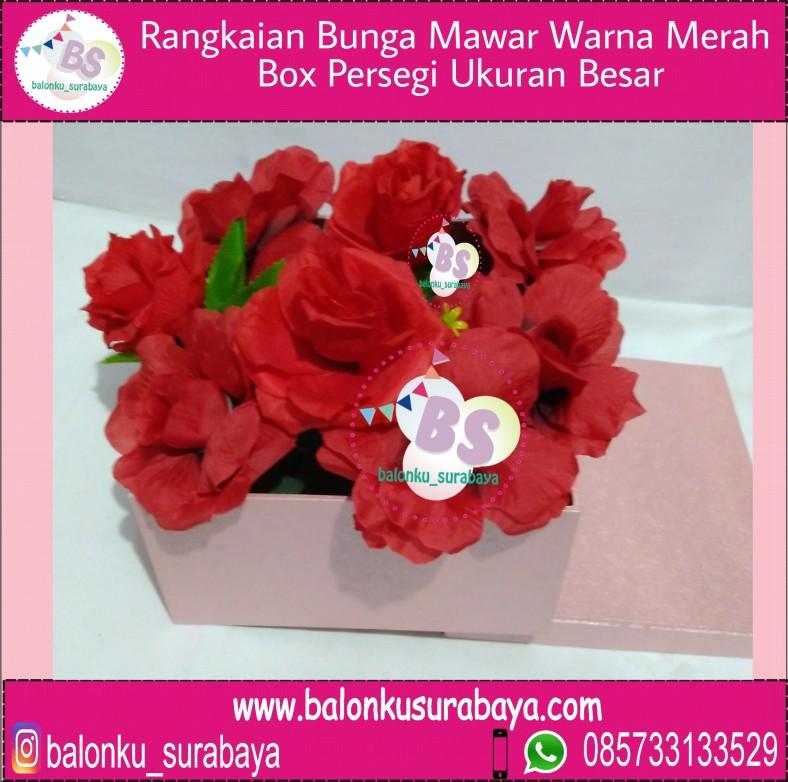 Rangkaian Bunga Dekorasi Mawar Merah Box Persegi Ukuran Besar