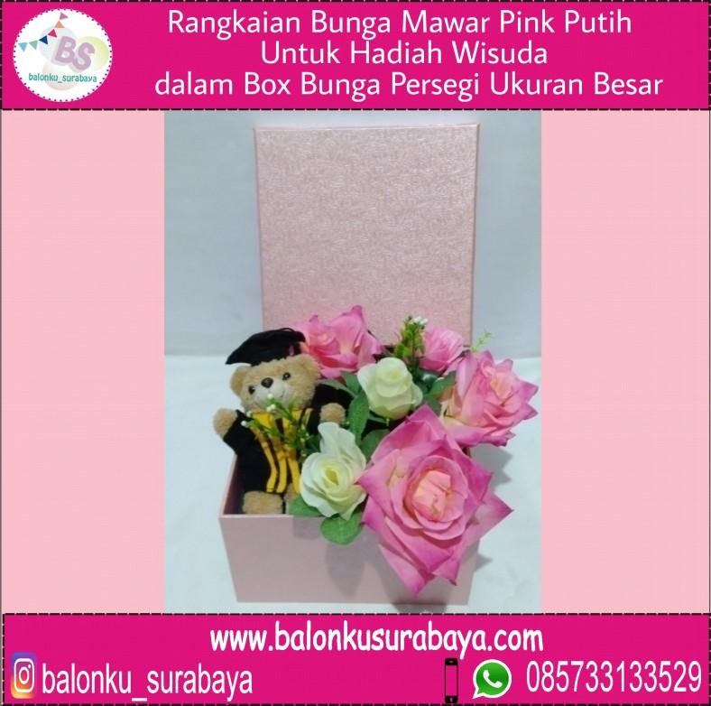 Rangkaian Bunga Mawar Pink Putih Untuk Hadiah Wisuda Dalam Box Bunga